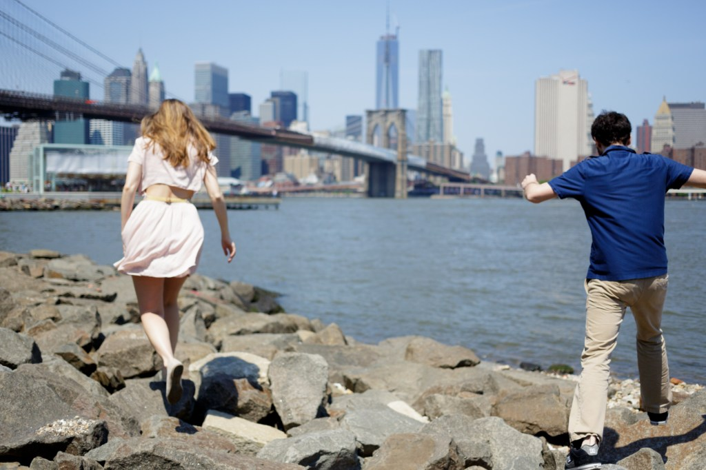 Brooklyn engagement photos with New York skyline
